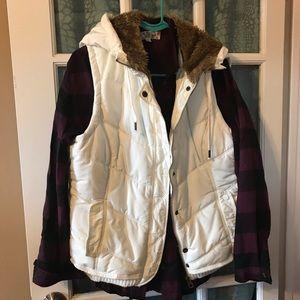 American Eagle hooded vest